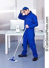 stanco, uomo, pulizia, pavimento