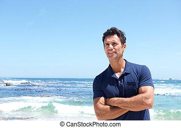 standing, accidentato, di mezza età, spiaggia, uomo