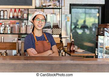 standing, cafe., giovane, braccio attraversarono, carino, ritratto, cameriera