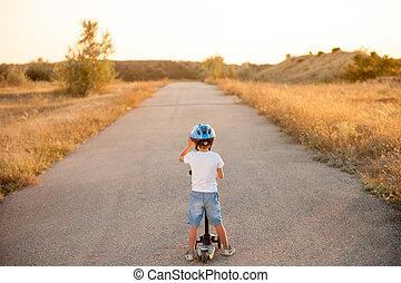 standing, casco, poco, solitario, abbandonato, estate, scooter, tramonto, sport, strada, capretto