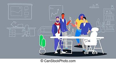 standing, colleghi, concetto, riunione ufficio, tostare, moderno, schizzo, insieme, businesspeople, scarabocchiare, collaboratore, durante, interno, festa, orizzontale, champagne, corporativo, bere