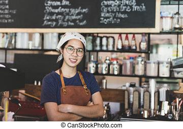 standing, concetto, braccia, giovane, attraversato, cafe., sfocato, cameriera