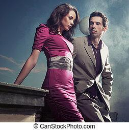standing, coppia, giovane, bello