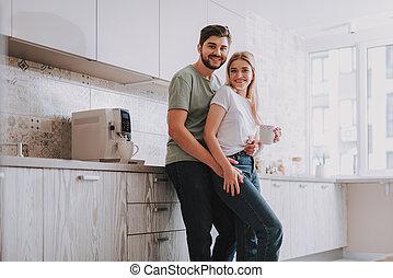 standing, coppia, mattina, luminoso, spazioso, gioioso, cucina
