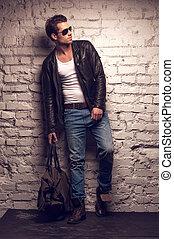 standing, cuoio, jeans, giacca, nero, sexy, handbag., uomo