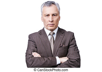 standing, custodia, maturo, riuscito, bracci attraversati, contro, dall'aspetto, fiducioso, mentre, macchina fotografica, businessman., formalwear, fondo, ritratto, bianco, uomo