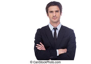 standing, custodia, riuscito, isolato, formalwear, giovane guardare, fiducioso, mentre, macchina fotografica, businessman., braccia, fondo, attraversato, bianco, bello, uomo