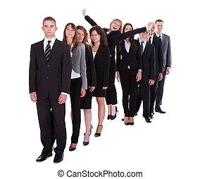 standing, donna d'affari, folla, fuori