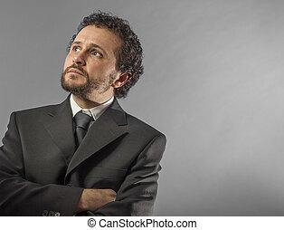 standing, fiducia, camicia, success., braccia, contro, grigio, dall'aspetto, mentre, macchina fotografica, attraversato, maturo, fondo, cravatta, ritratto, uomo, custodia, bello