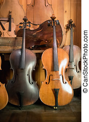 standing, luthier, officina, violoncelli