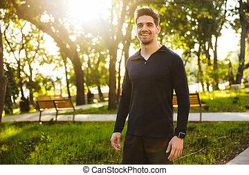 standing, nature., parco, giovane, sport, verde, idoneità, uomo, bello