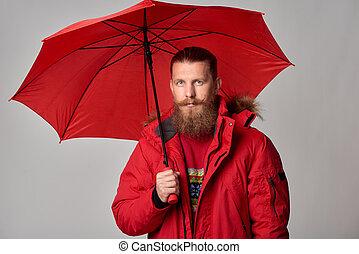 standing, ombrello, giacca inverno, rosso, uomo
