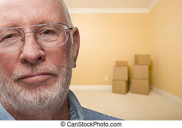 stanza, più vecchio, triste, scatole, vuoto, uomo