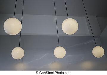 stanza scura, lampada appende
