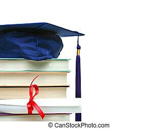 stapel boeken, met, pet, en, diploma, op wit