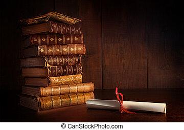 stapel, van, oude boeken, op bureau