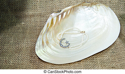 Star and crescent pearl bracelet
