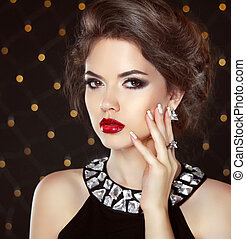 Stare. Beauty fashion girl portrait. Beautiful brunette ...