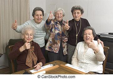 starsi kobiety, na, przedimek określony przed rzeczownikami, gra, stół