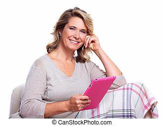 starsza kobieta, computer., tabliczka, szczęśliwy