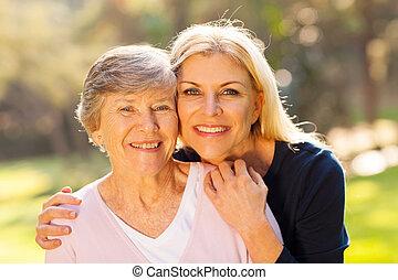 starsza kobieta, i, średni niemłody, córka
