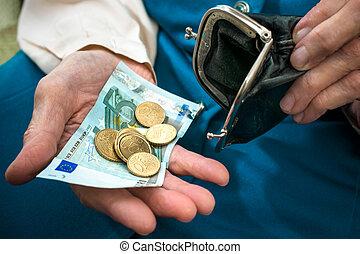 starsza kobieta, odliczający, pieniądze