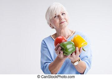 starsza kobieta, vegetables.