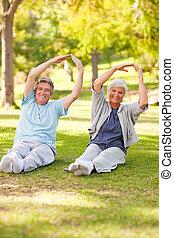 starsza para, czyn, ich, napina, w parku
