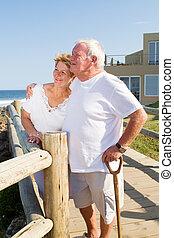 starsza para, hołubiąc