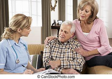 starsza para, mówiąc do, sanitarny gość, w kraju