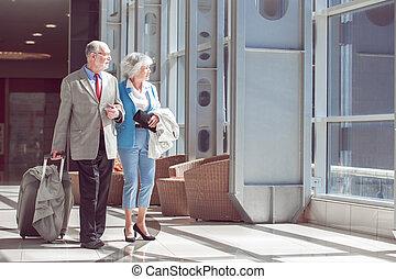 starsza para, podróżnicy