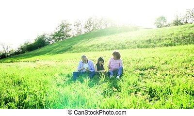 starsza para, z, wnuczka, zewnątrz, w, wiosna, natura,...