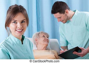 starszy, pacjent, młody, leczy