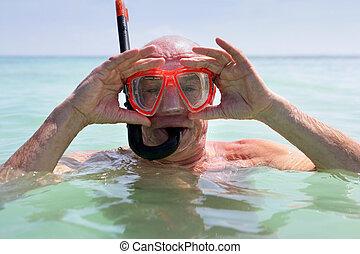 starszy, snorkeling, człowiek