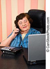 starszy, zajęty, kobieta, biuro, handlowy