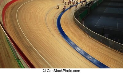 Start cycling pursuit competitions - Pursuit Cycling Film...