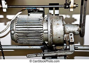 stary, elektryczny motor