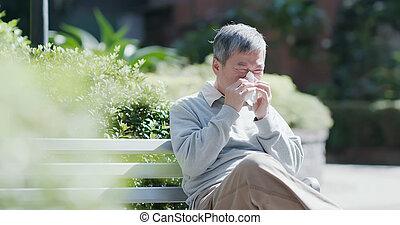 stary, kichnięcie, chory człowiek