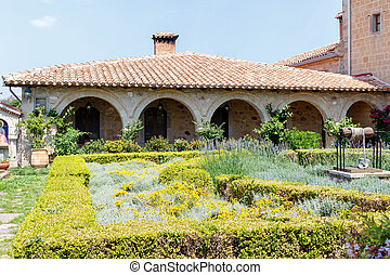 stary, klasztor, ogród, pełny, od, kwiaty