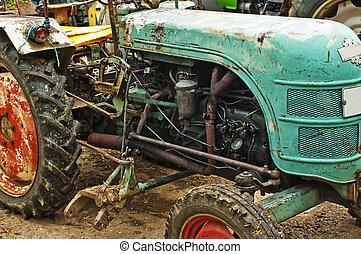 stary, traktor