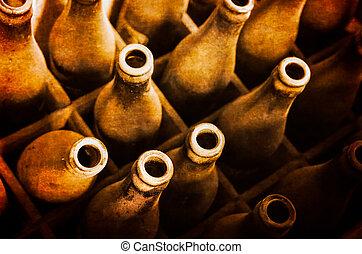 stary, zakurzony, piwne butelki, w, drewniany wypadek