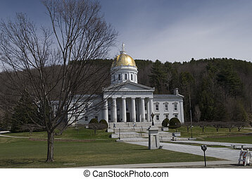 State Capitol, Montpelier Vermont - The gold topped state ...