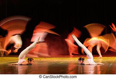 static(dance), dinâmico