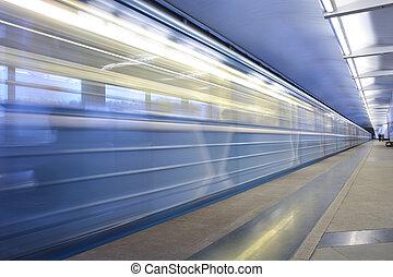 station de métro, en mouvement, train