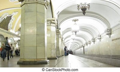 station., poplamiony, tunel, faces.