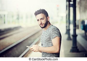 station., train, jeune homme