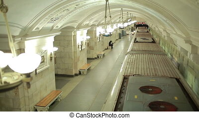 station, train, tunnel., fugitif
