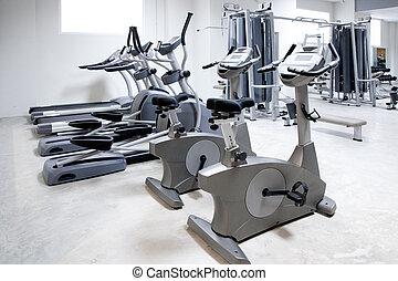 stationnaire, tapis roulant, entraîneur, vélo, elliptique, croix
