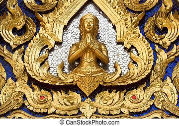 Statue at Wat Phra Kaew