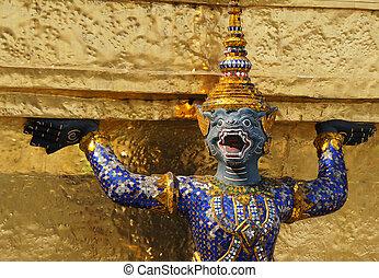 Statue in Wat Phra Kaew.